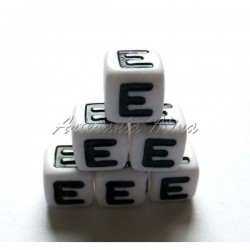 Cubo letra acrílico 7 x 7 mm E